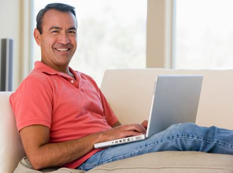 man-in-living-room-using-laptop-safetylet
